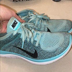 Women's Nike free flyknit 4.0 size 8, Tiffany blue